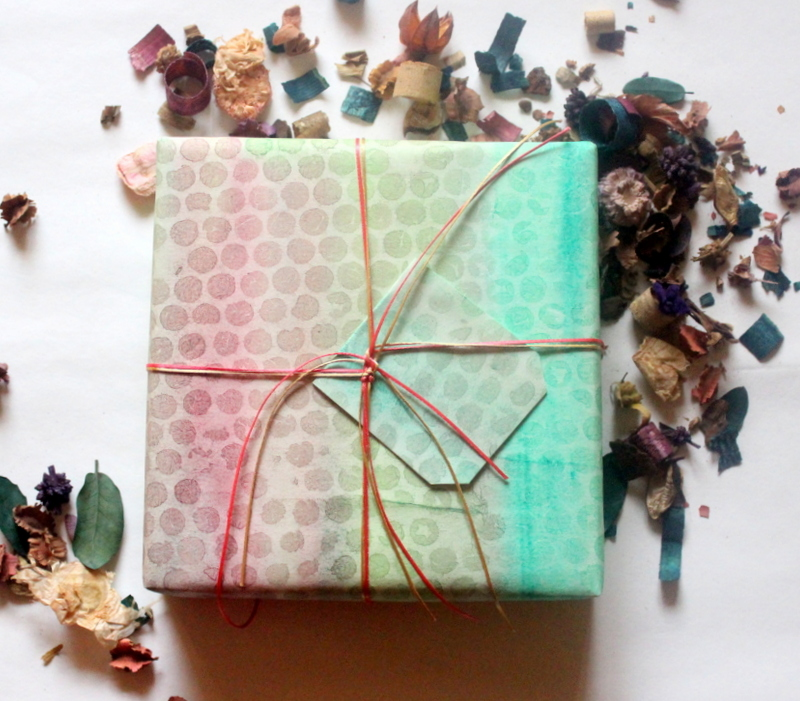 bubble wrap, gift wrapping paper, DIY