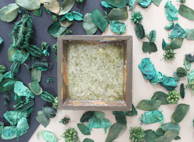 How to make Lemon & Green Tea Salt scrub using easily available materials. This craft is great for children & adults, & is a 5 minute tutorial. Great gift idea for women, especially a hostess. Lemon & Green tea Scrub by The Craftables