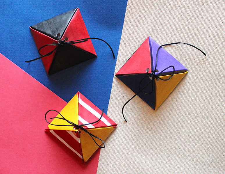 10 minute DIY tutorial on how to make customised triangle boxes using a free printable.