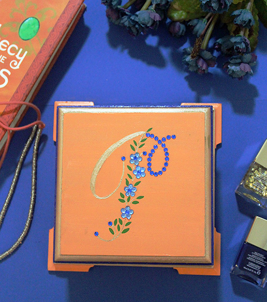 How to use toothpicks to paint detailed monograms for trinket boxes - The Craftables