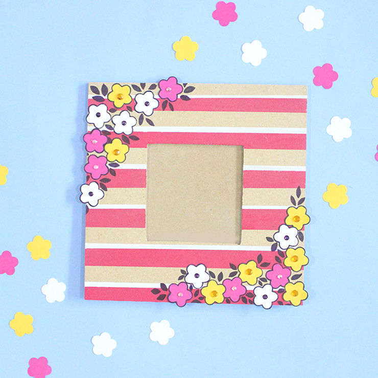 Make a pretty punch art photoframe with this tutorial by The Craftables