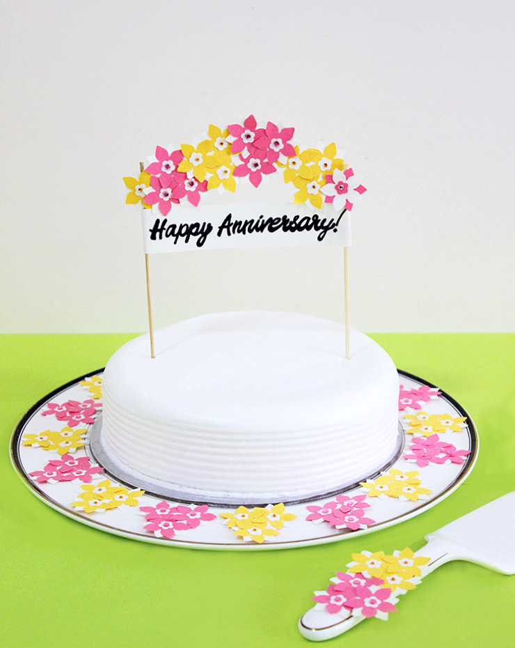 diy cake stand with topper