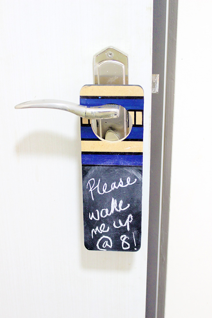 Door hanger for notes