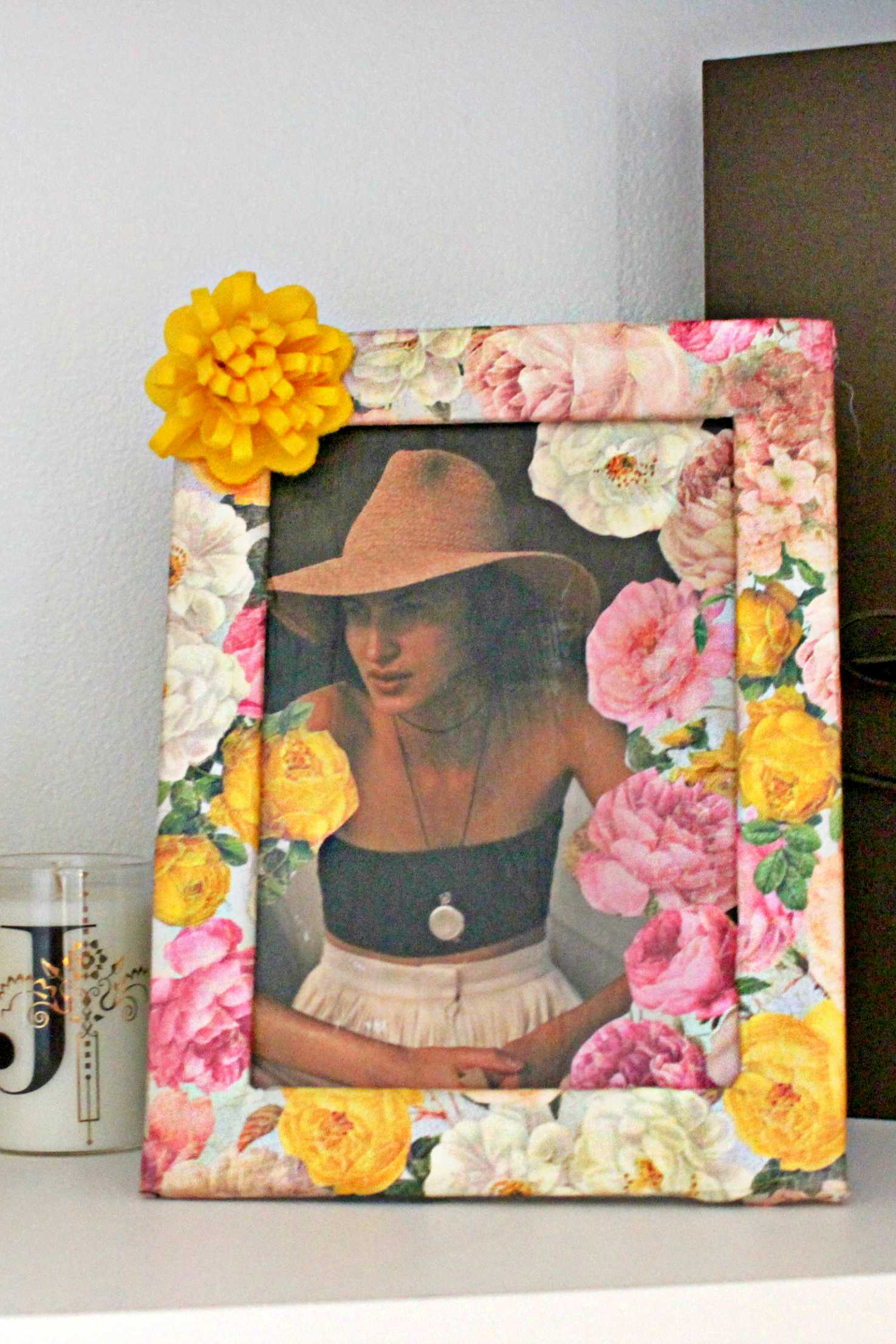 13 Mother's Day Gifts That Mom Will Use! Floral Photo Frame