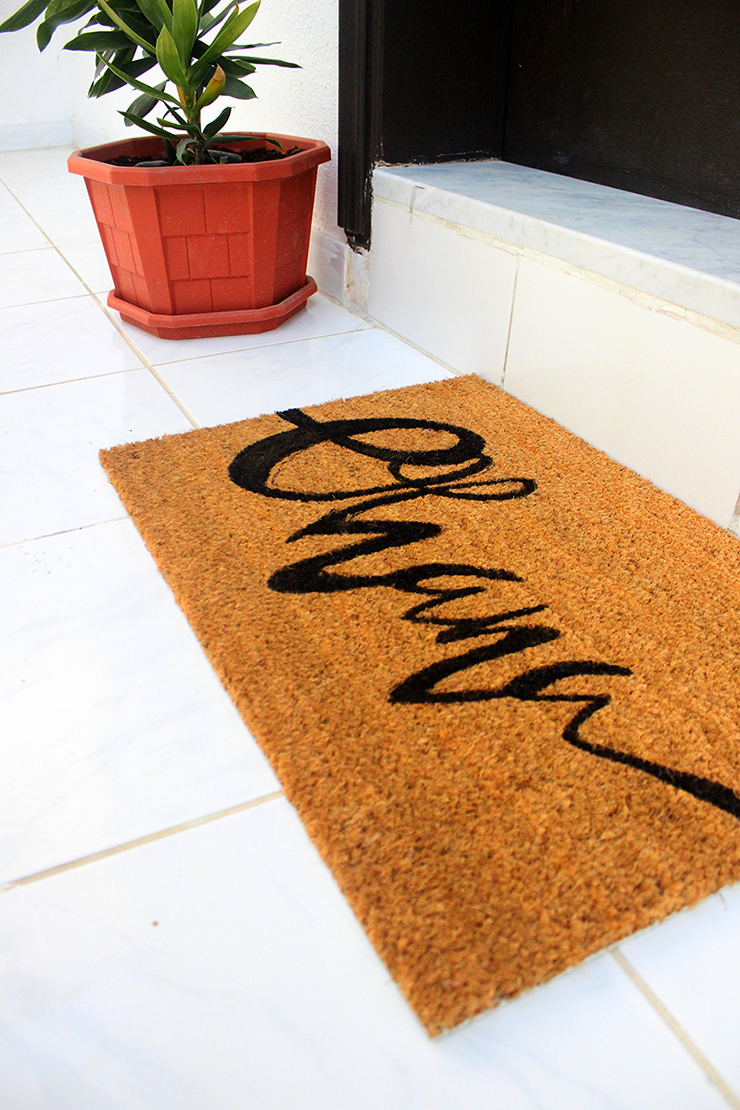 DIY handmade personalised welcome mat with the quote or word of your choice | The Craftables