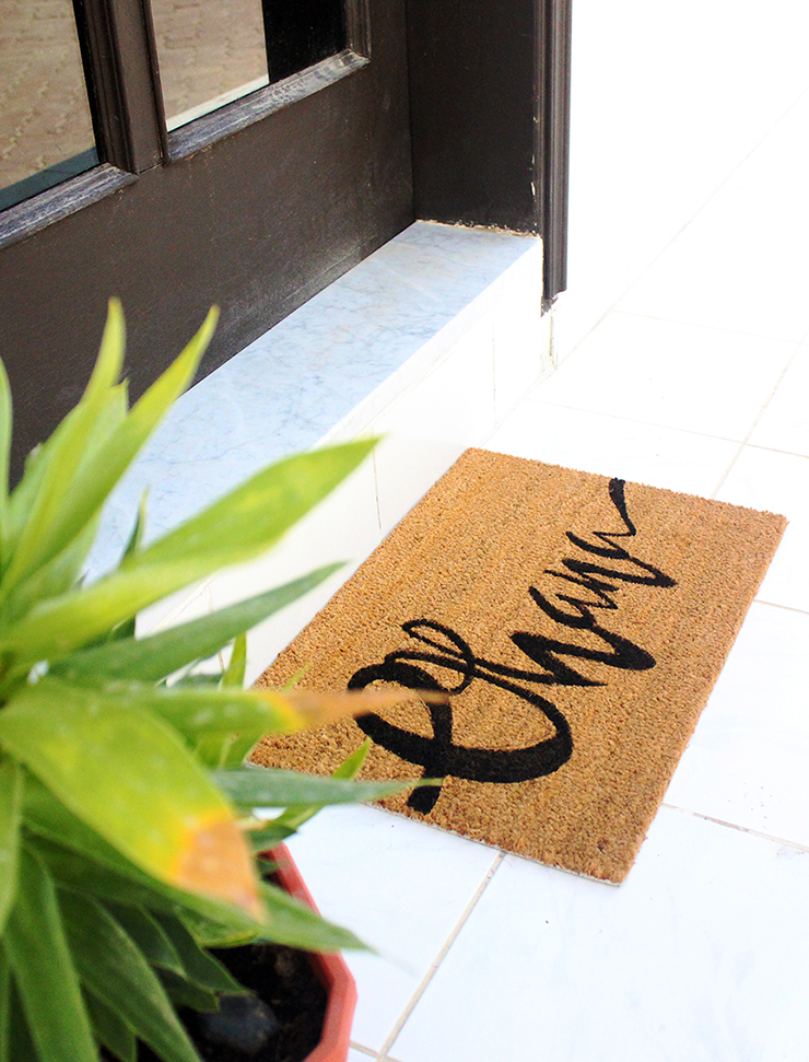 How to DIY Personalised Welcome Mat | Tutorial by The Craftables
