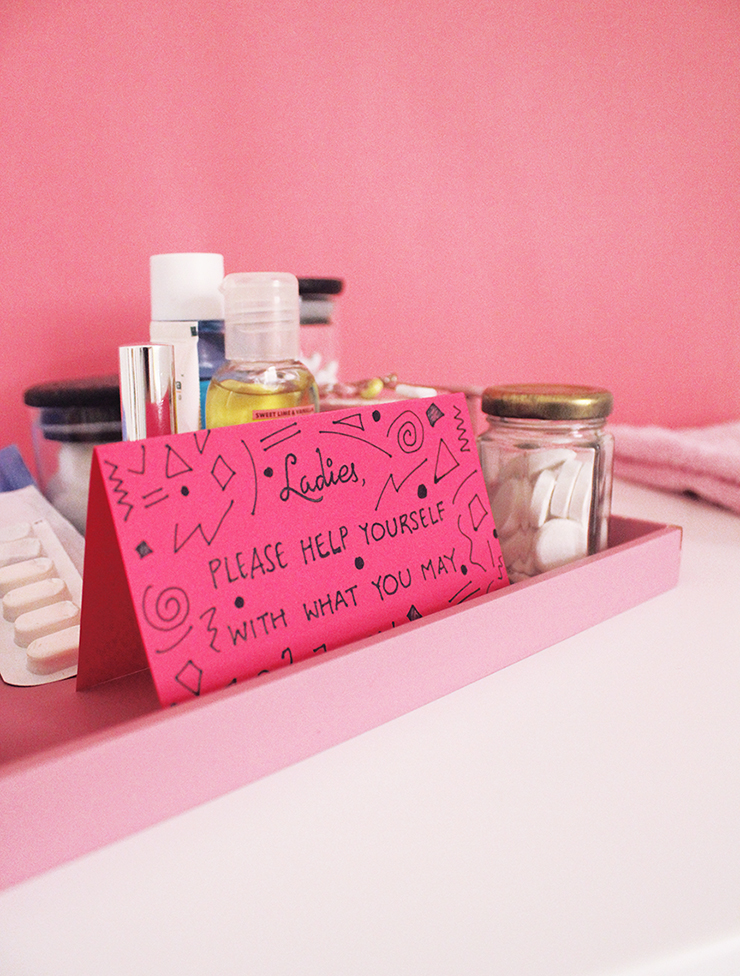 Place emergency bathroom kits for parties for women and men | DIY tutorial | The Craftables