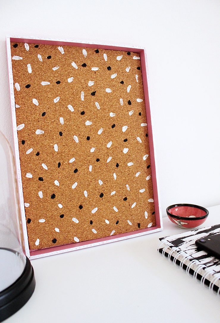 Do it yourself craft idea for beginners | Upcycled Cork Board Tray by The Craftables