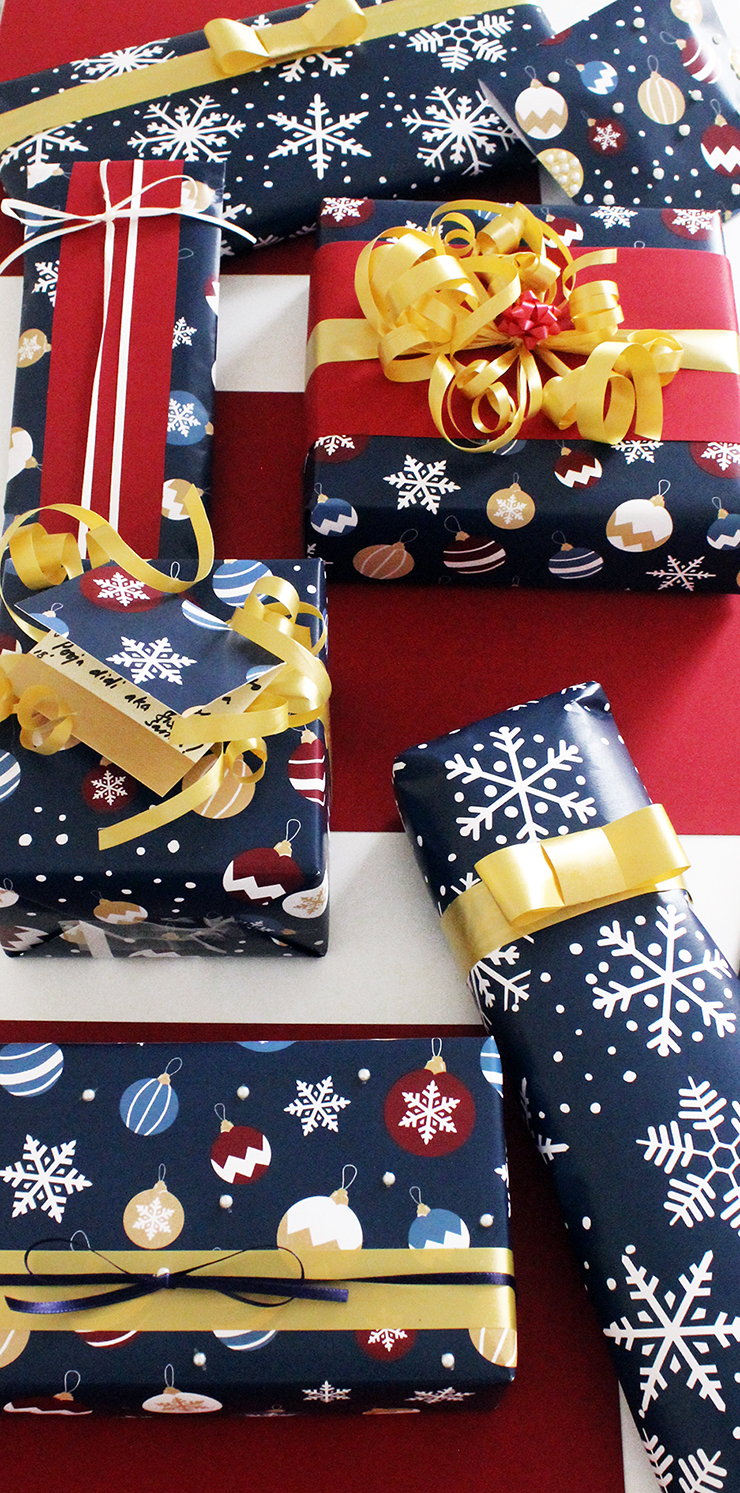 Ornaments and Snow Last Minute Holiday Wrapping Paper   Christmas Printables   The Craftables