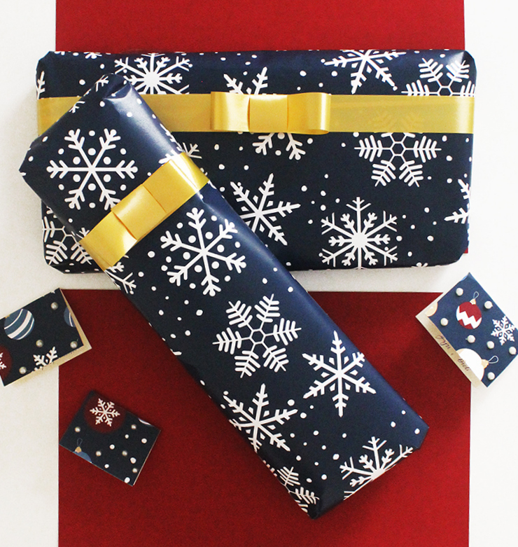 Snowflakes themed Last Minute Holiday Wrapping Paper   Christmas Printables   The Craftables