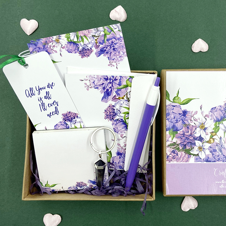 Mauve Bouquet Stationery Gift Set | Custom Valentine's Gift Set Ideas | The Craftables